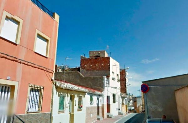 Hombre de Lorca muere empalado en una barandilla